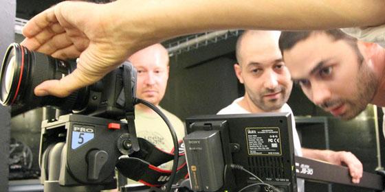 Prise de vues avec reflex Canon EOS 5D sur grue travelling - formateur Christophe Roussel juillet 2010.