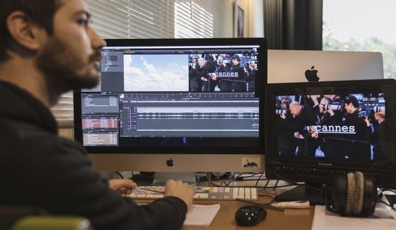 Chaque stagiaire travaille sur une station Avid Media Composer avec écran 27 pouces, retour vidéo et retour audio