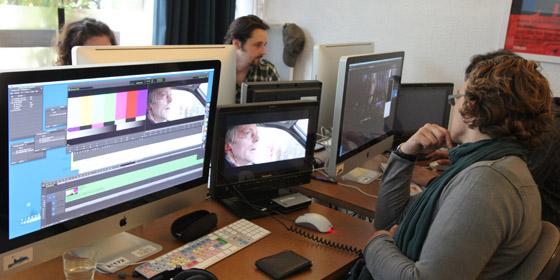 Chaque stagiaire travaille sur une station Avid Full HD équipée d'un monitoring vidéo HD.