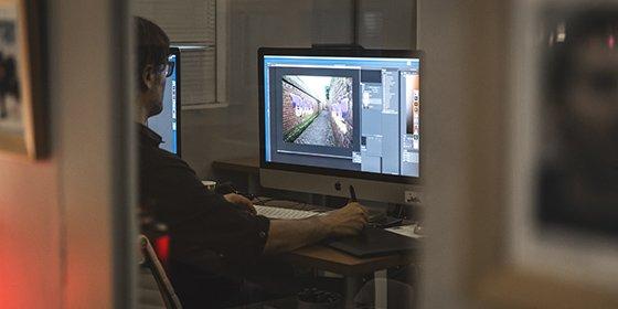 Chaque stagiaire dispose d'un Mac récent et performant, équipé d'une tablette graphique professionnelle extra large.
