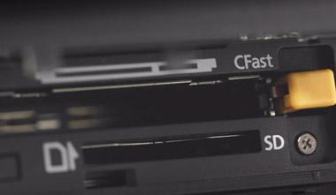 Le Canon XC10 peut utiliser une carte SD (photo, HD) ou CFast 2.0 (pour le 4K), plus onéreuse.