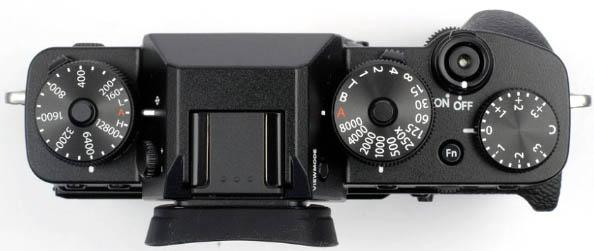 Le Fujifilm XT3 offre des molettes mécaniques, agréables...